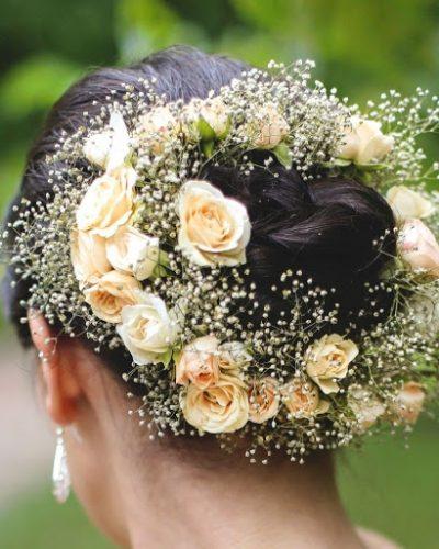 Kiểu búi tóc cài vòng hoa
