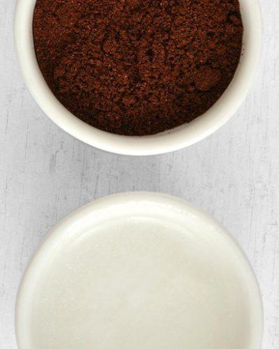 Dầu dừa kết hợp cà phê giúp giữ ẩm và làm trắng da