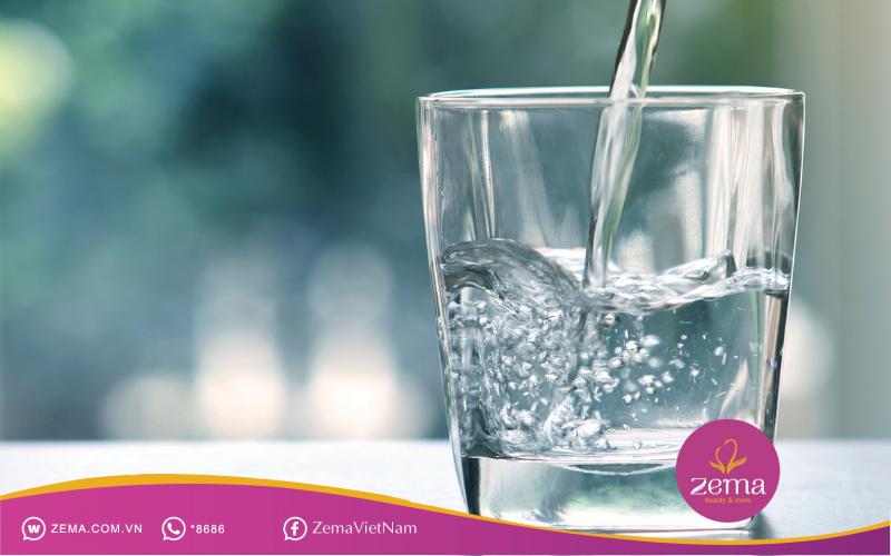 Uống nước mỗi sáng giúp bù nước cho cơ thể sau giấc ngủ dài