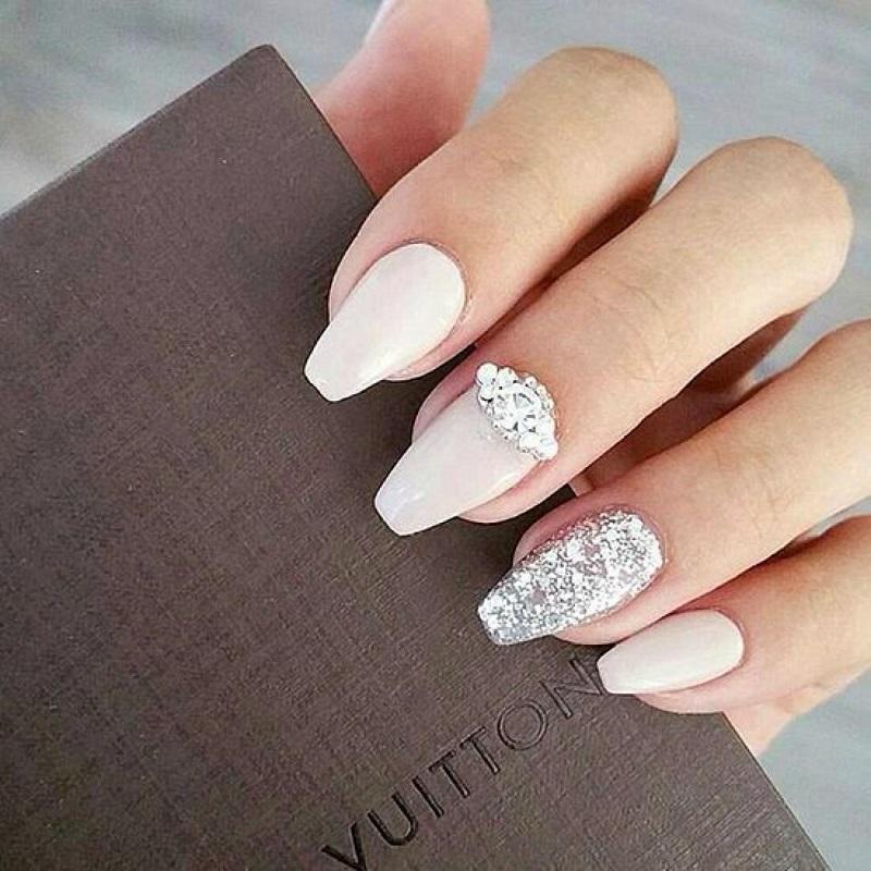 Cô dâu sẽ trở nên lộng lẫy hơn với những bộ nail được chăm chút kỹ lưỡng