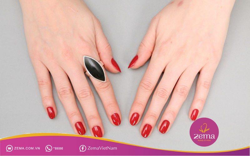 Tôn nước da với nail màu đỏ