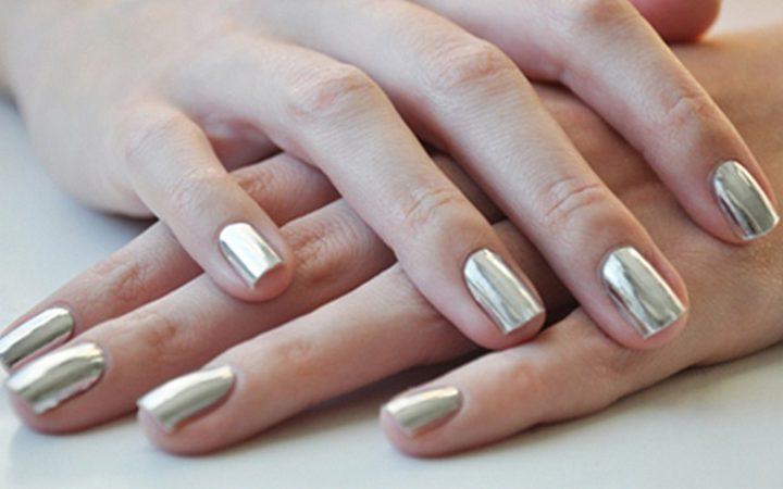 Màu xám cũng là màu nail làm trắng da nhiều người yêu thích