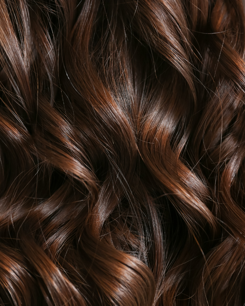 Tóc màu nâu phù hợp với da ngăm