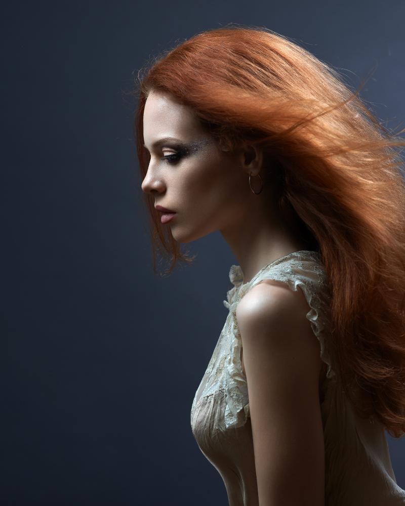 Tóc màu đỏ tạo diện mạo tuyệt vời cho làn da ngăm