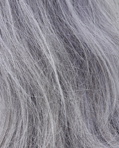Màu xám khói phù hợp với nhiều kiểu tóc