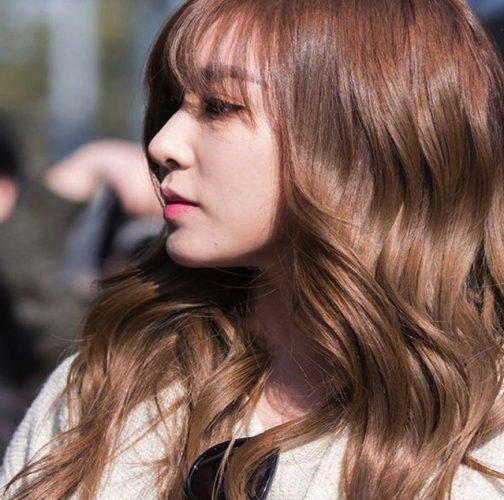 Màu tóc nâu Tây làm sáng da cho nàng