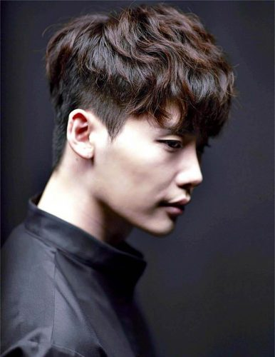 Nâu đen là màu tóc sáng da thanh lịch và thời thượng