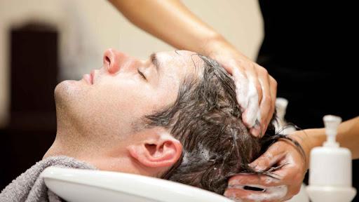 Không gội đầu thường xuyên sau khi tẩy tóc