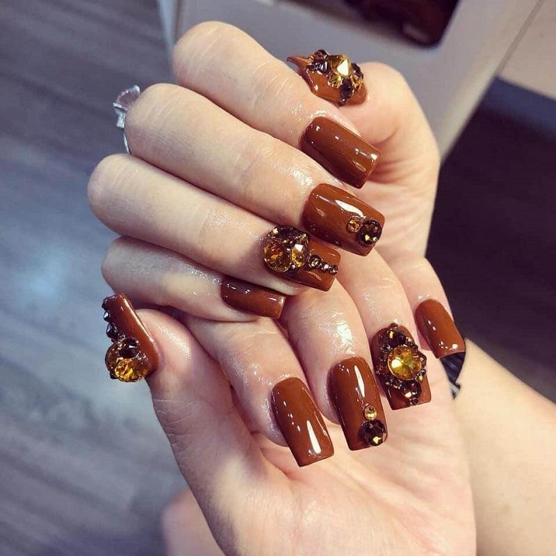 Mẫu nail cô dâu đính đá kiêu sa rất sang trọng