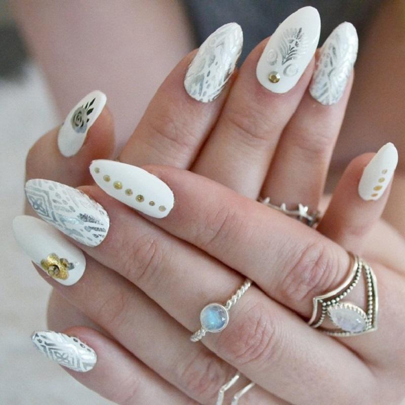 Mẫu nail cô dâu bohemian rất lạ mắt và ấn tượng