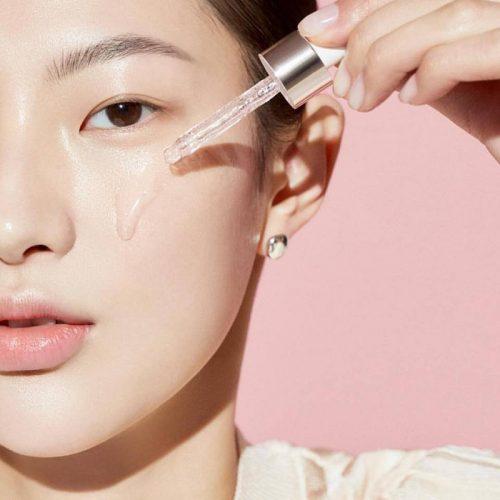 Serum trị mụn là sản phẩm giúp bạn vừa trị mụn vừa chăm sóc da
