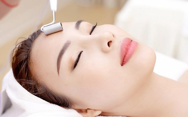 Phương pháp điện di giúp cho da tăng cường độ ẩm và các dưỡng chất cần thiết