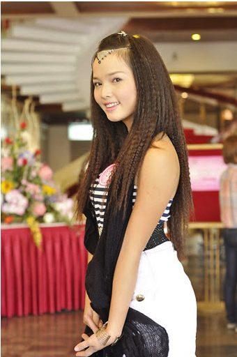 Kiểu tóc dài duỗi dập xù