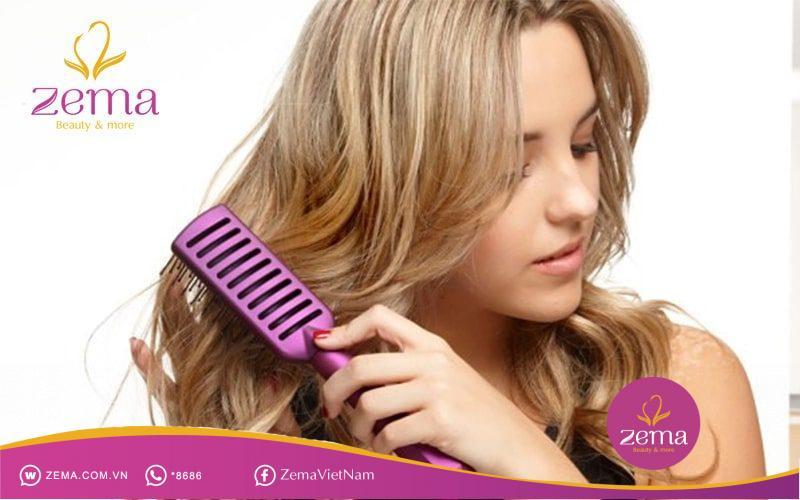 Cách chải tóc giữ nếp tóc xoăn nhẹ nhàng