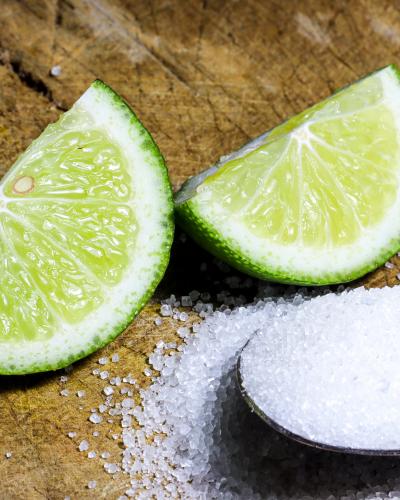 Muối và chanh phát huy tối đa công dụng trị gàu