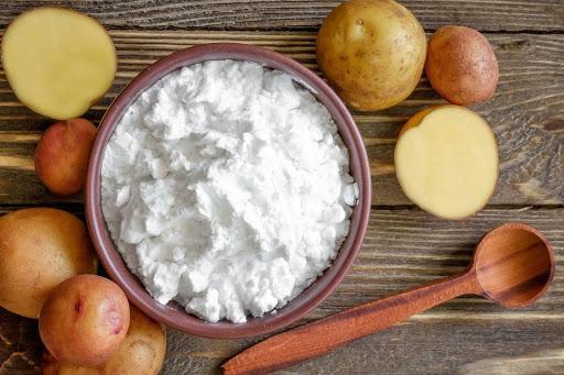 Mặt nạ trị mụn bằng khoai tây kết hợp bột mì đơn giản nhưng hiệu quả