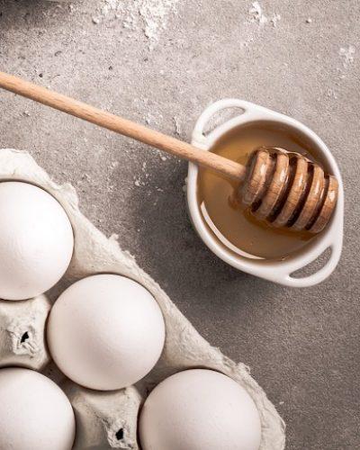 Trứng và mật ong hỗ trợ trị nám hiệu quả