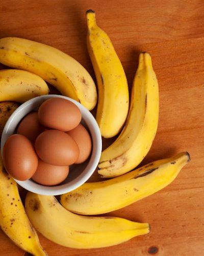 Chuối với trứng gà thích hợp với điều trị nám cho làn da khô