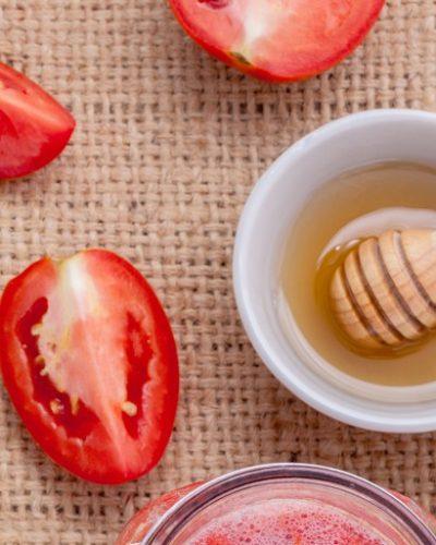 Kết hợp cà chua và mật ong để trị nám da sau sinh hiệu quả