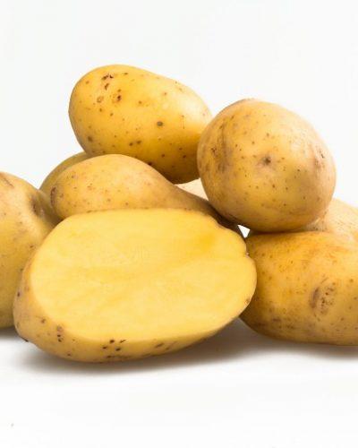 Khoai tây có nhiều chất khoáng và vitamin có khả năng xóa vết nám