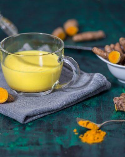 Tinh bột nghệ trộn với mật ong để trị tàn nhang