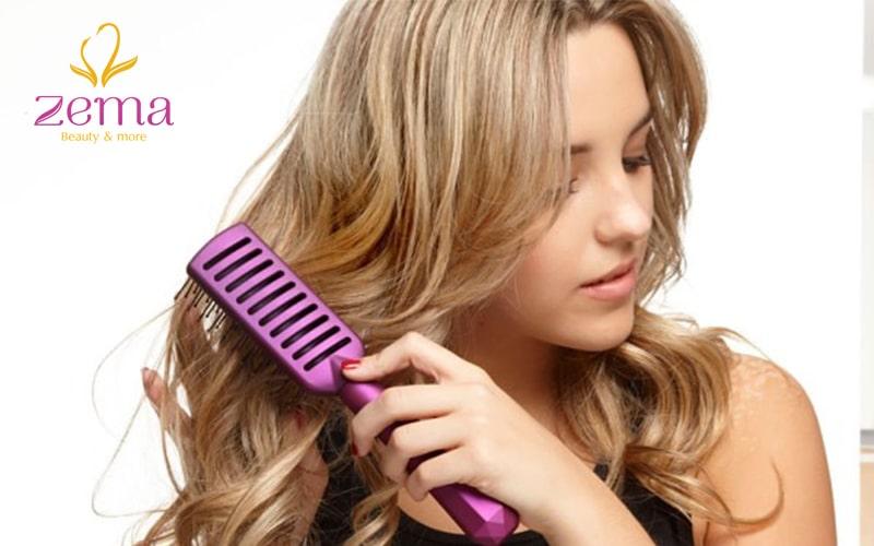 Sử dụng lược thưa để chăm sóc tóc