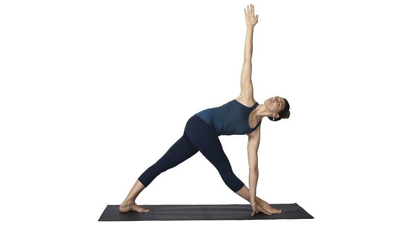 Tư thế tam giác phẳng giúp đánh tan mỡ ở bụng, đùi, cánh tay