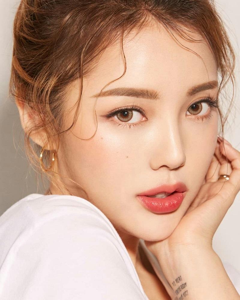 Cách trang điểm Hàn Quốc da căng mịn