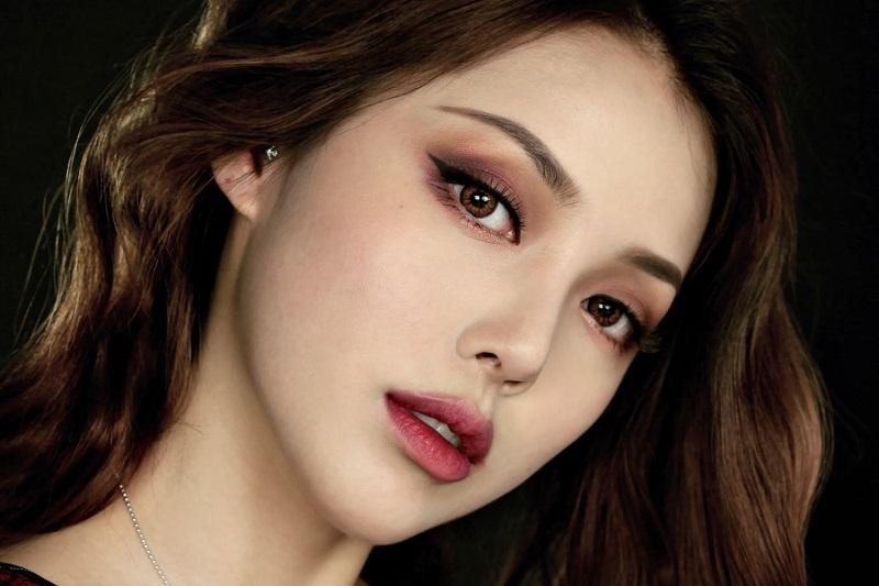 Mắt khói cuốn hút của phong cách Hàn Quốc