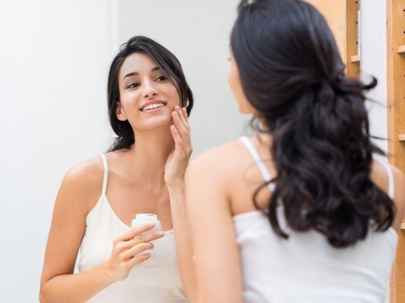 Bước qua ngày thứ 7 da cần được dưỡng ẩm để chăm sóc cho da sau laser