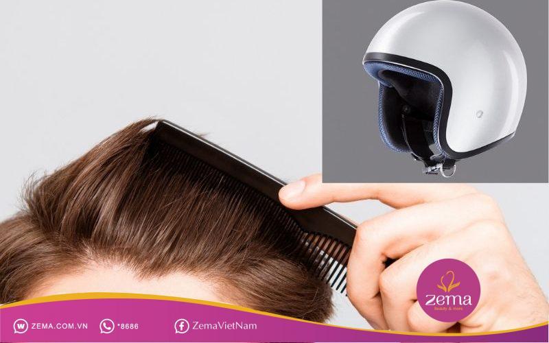 Chải tóc vào nếp trước khi đội nón