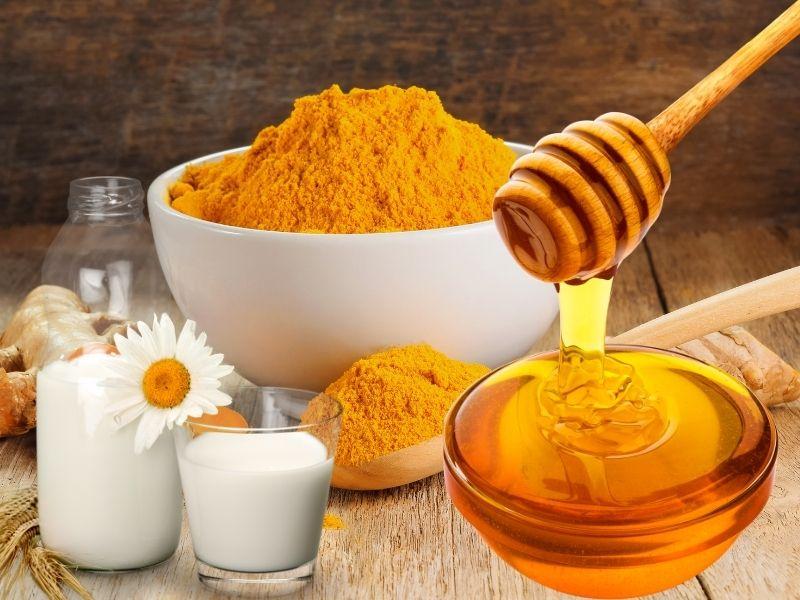 Nghệ kết hợp sữa và mật ong là sự kết hợp thần thánh cho da
