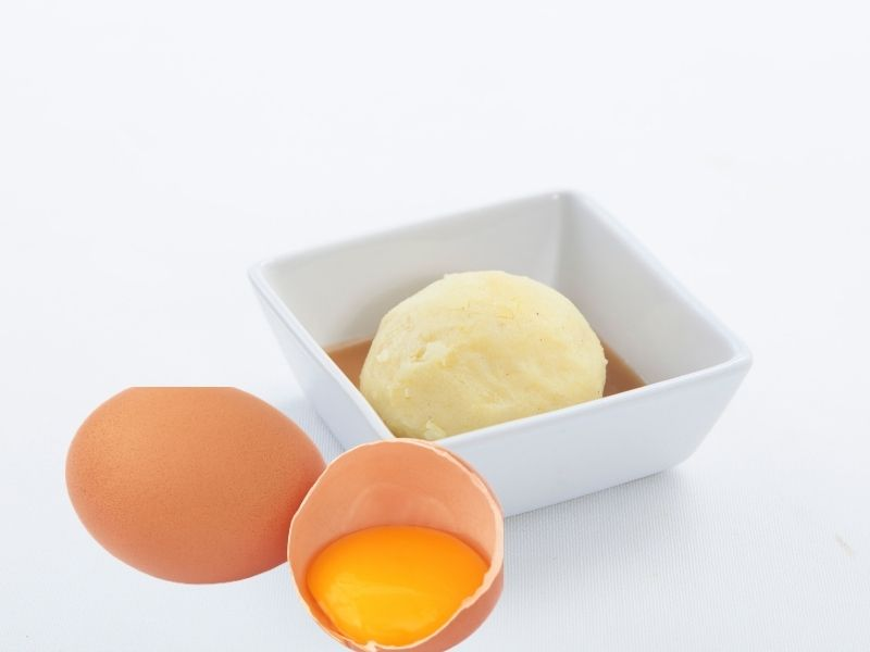 Trứng gà kết hợp khoai tây trị thâm