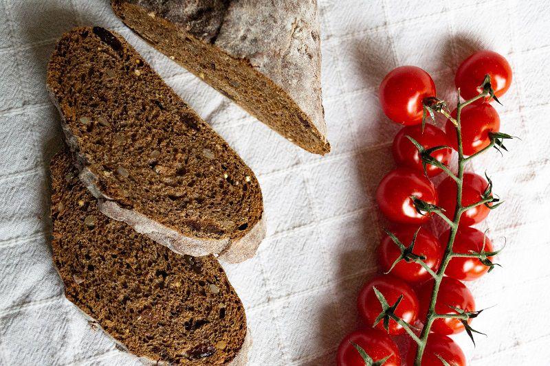 Ăn bánh mì nên kết hợp cùng trái cây để giảm béo