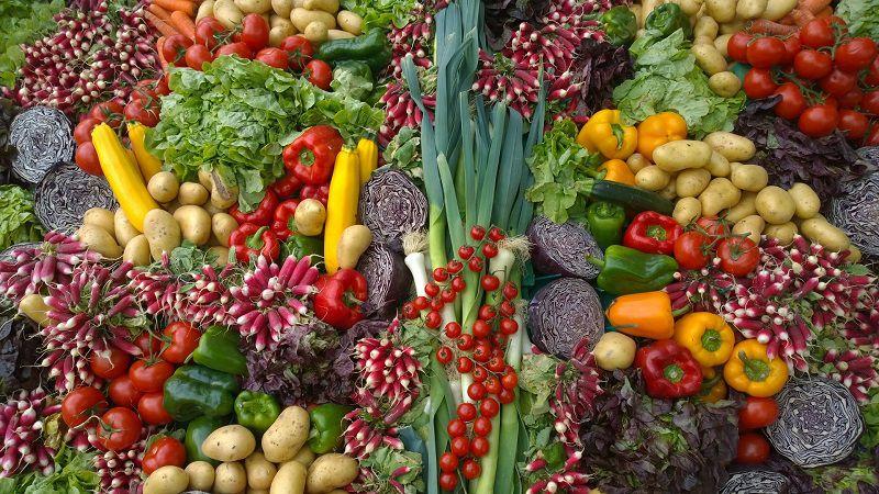 Rau củ và trái cây là thực phẩm không nên bỏ qua khi muốn hết mụn