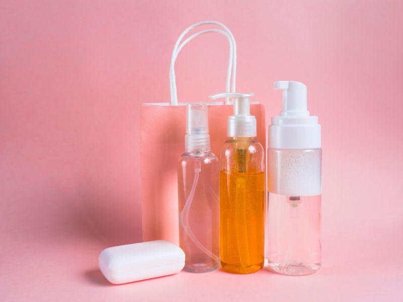 Tránh sử dụng những mỹ phẩm không rõ nguồn gốc
