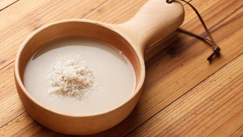 Tận dụng nước vo gạo để làm sạch da mụn