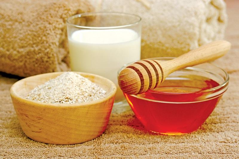 Dùng bột yến mạch là cách trị thâm mụn hiệu quả tại nhà được chị em rất yêu thích