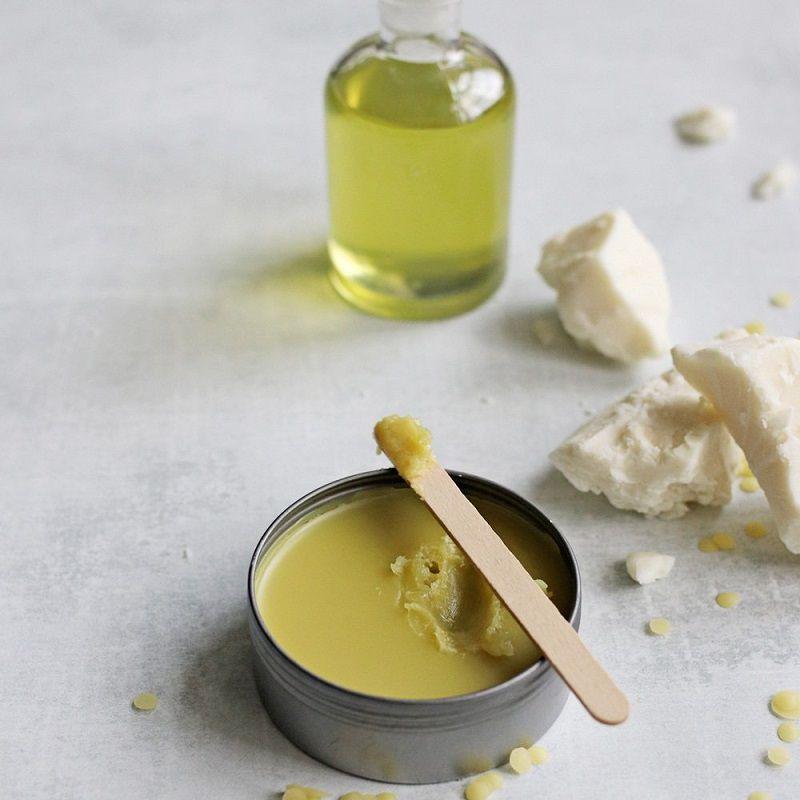 Làm kem dưỡng trắng da với sáp ong, dầu dừa