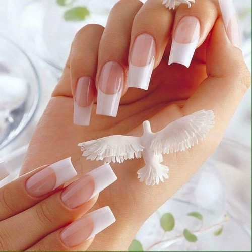 sơn french đầu móng trắng luôn ghi điểm bởi sự tinh tế và cực kỳ sang trọng