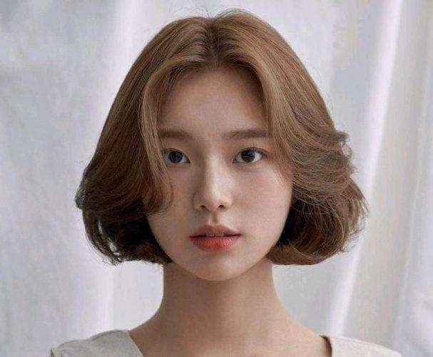 Nàng thích kiểu tóc ngắn xoăn phồng này chứ?