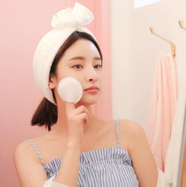 Làm sạch da sau khi nặn mụn