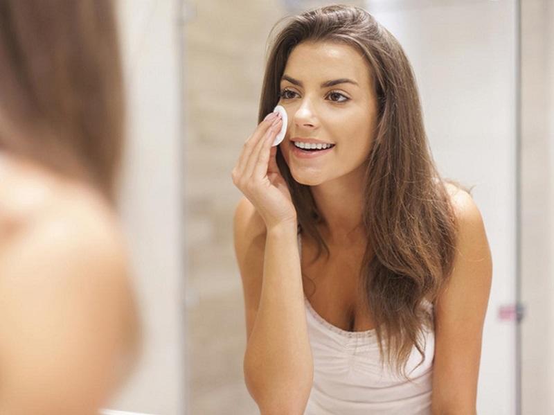 Tiếp tục làm sạch da sau khi nặn mụn