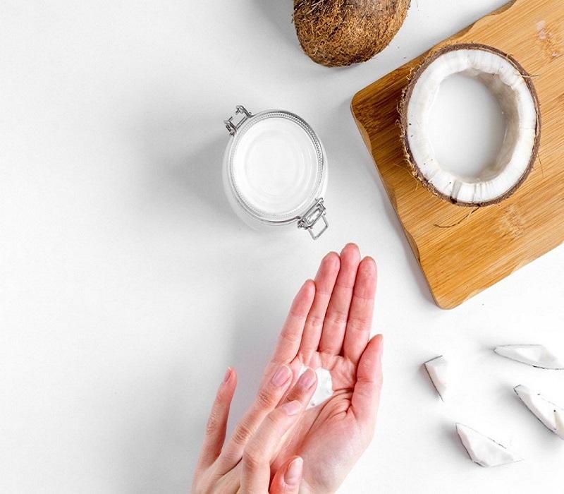 Da căng mịn và bóng khỏe nhờ dầu dừa