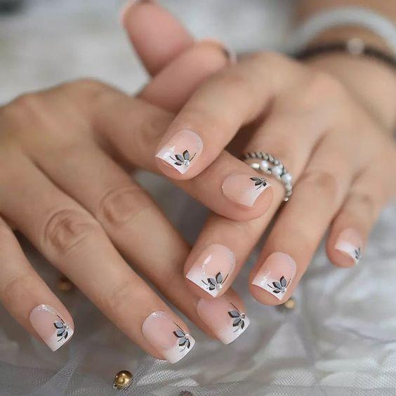 Nàng đang muốn tìm kiếm những mẫu nail phong cách nhẹ nhàng?