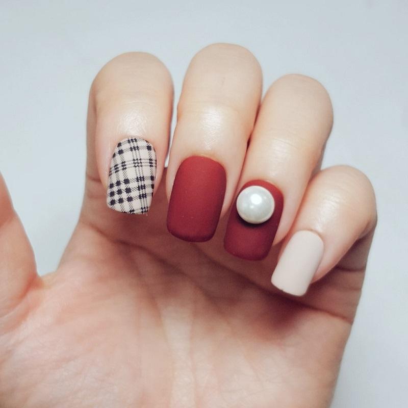 Một mẫu nail đẹp nhẹ nhàng và thật quyến rũ, kiêu sa cho nàng làm điệu