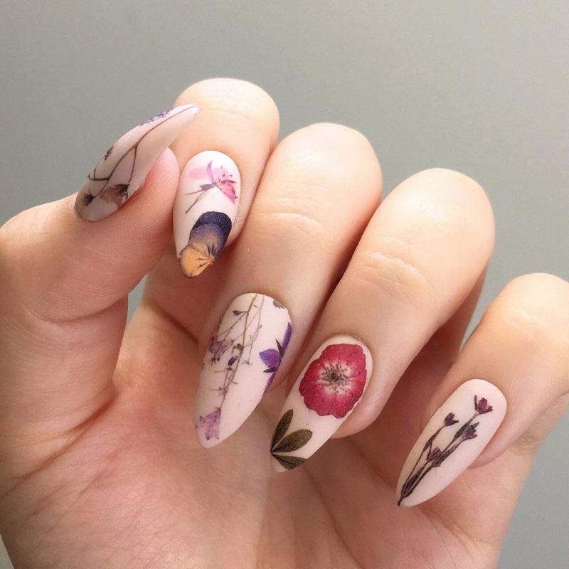 Mẫu nail đẹp nhẹ nhàng vẽ họa tiết mềm mại kết hợp đắp móng