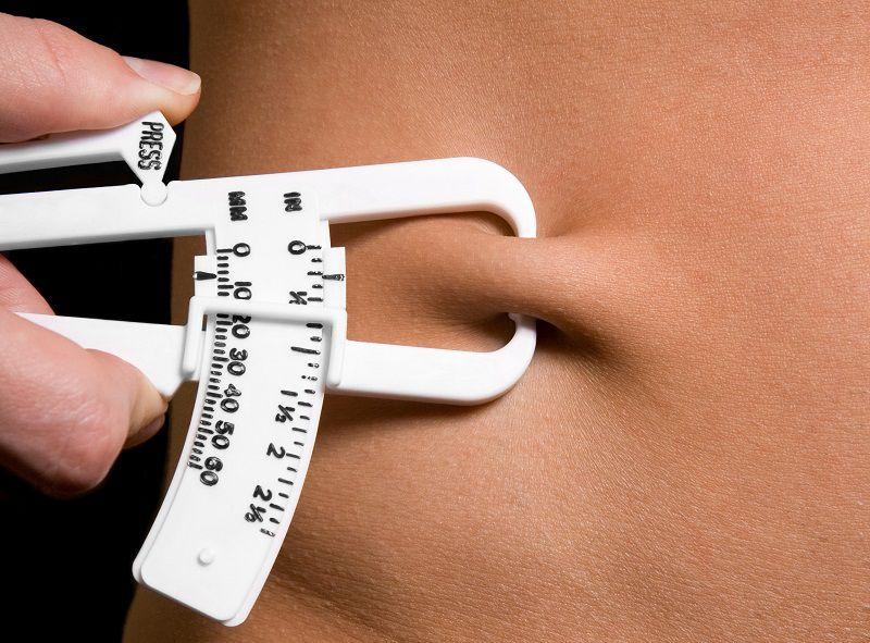 Phương pháp đơn giản nhất để biết lượng mỡ dư thừa trong cơ thể bằng cách dùng kẹp