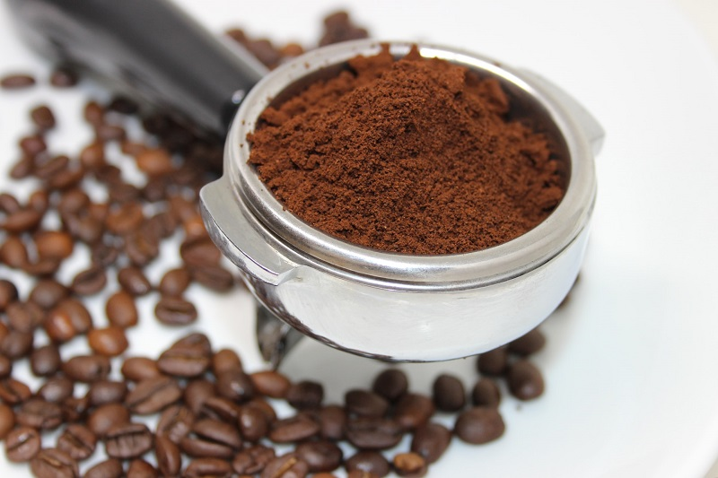 Bã cà phê giúp tẩy tế bào chết và làm sáng da