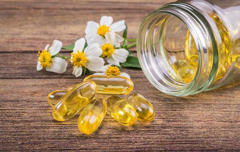 Bạn có thể uống vitamin e trị mụn nội tiết hoặc dùng để bôi bên ngoài